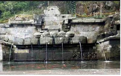 Petirtaan Jolotundo peninggalan Hindu - Budha - pustakapengetahuan.com