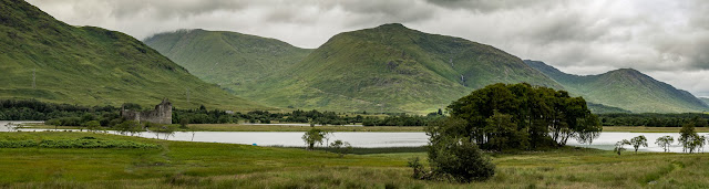 Photo of a wider view of Kilchurn Castle on Loch Awe