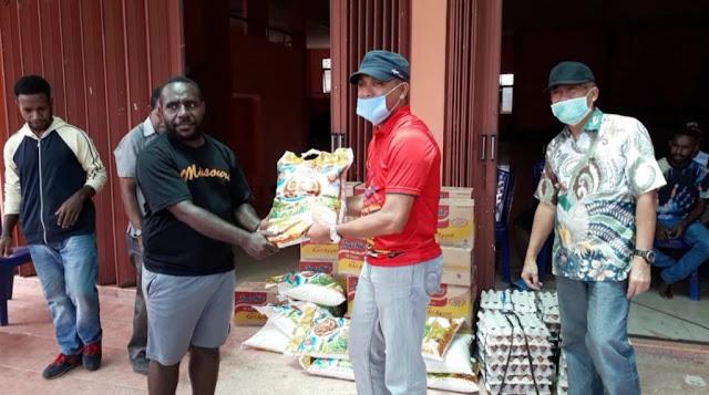 Irawandi Bantu Bahan Makanan ke Asrama Mahasiswa Tolikara di Kota Jayapura