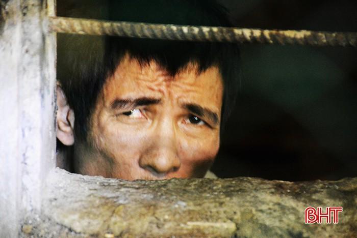 Vợ chồng thương binh 80 tuổi 'nuốt nước mắt' nhốt con hơn 40 năm trong phòng kín