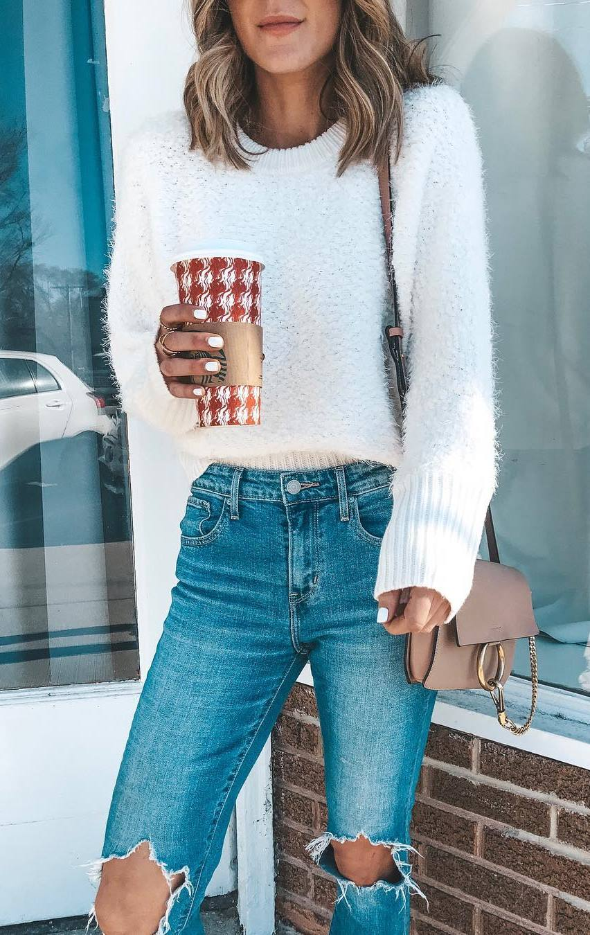 simple outfit for winter : white knit sweater + bag + ripped jeans