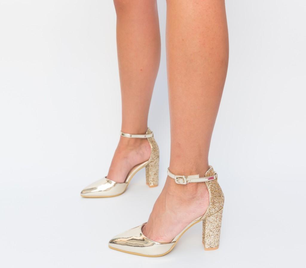 Pantofi Aurii lacuiti si cu glitter eleganti de ocazii online