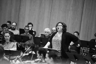Marie-Nicole Lemieu rehearsing Berlioz:Les Troyens (Photo Grégory Massat)
