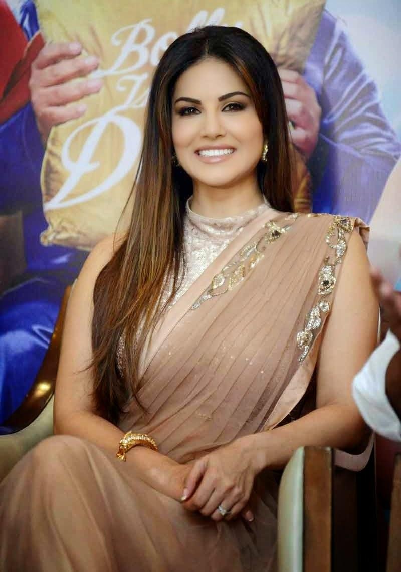 Actress Celebrities Photos Sunny Leone At Kuch Locha Hai -4011
