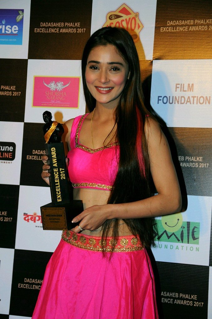Sara Khan In Pink Dress At Dadasaheb Phhalke Awards 2017
