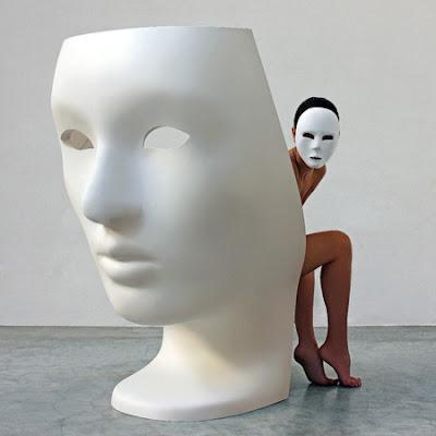 Silla Nemo, un diseño de Fabio Novembre con forma de máscara