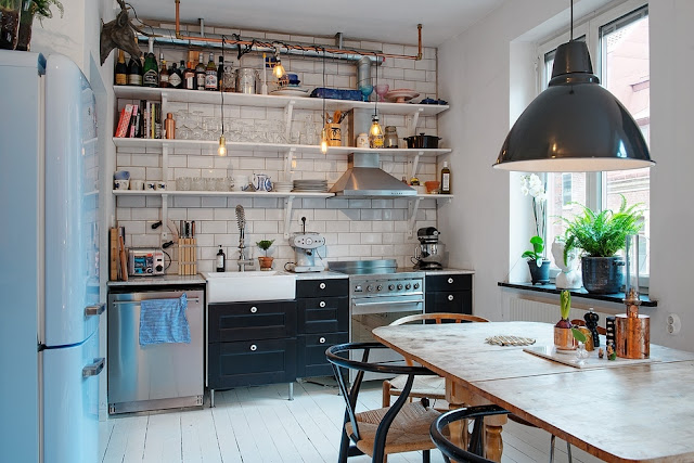 Советы дизайнеров. Как правильно обустроить кухню с открытыми полками