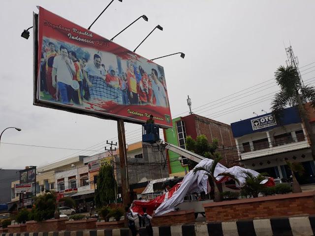Baleho Irwansyah di Turunkan Paksa Oleh Pol PP Prabumulih