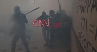 Βίντεο σοκ - Άγριος ξυλοδαρμός αστυνομικού στο συλλαλητήριο