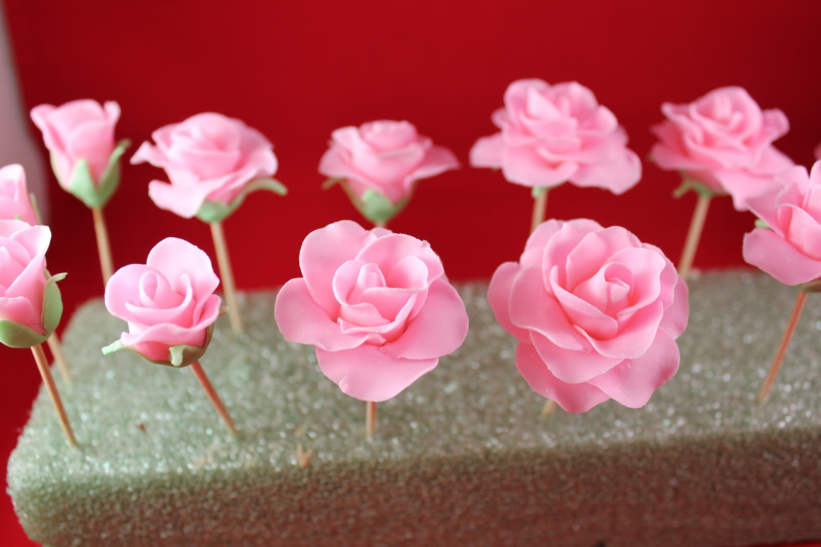 Fondant Roses Tutorial Gwen S Kitchen Creations