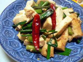 葉ニンニクと豆腐の炒め物