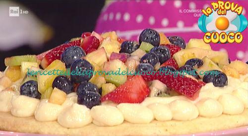 Torta in padella con macedonia di frutta ricetta Cattelani da Prova del Cuoco