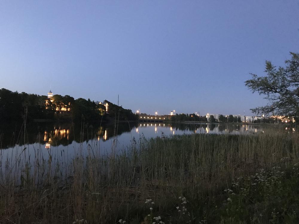 Kaupunkipyörällä auringonlaskusta auringonnousuun 19