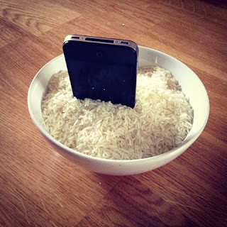 cara-mengatasi-smartphone-terendam-air