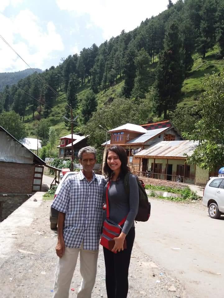 Staying on a houseboat in Srinagar Kashmir | Ummi Goes Where?