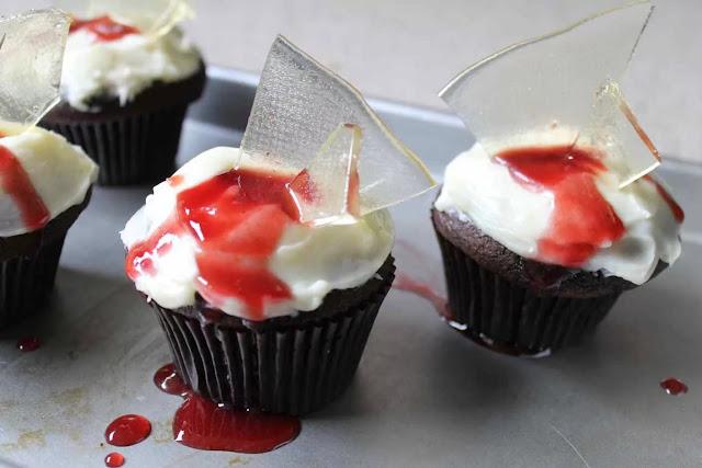 Кошмарное меню на Хэллоуин или Кухня ведьмы (выпечка), Хэллоуин, блюда на Хэллоуин, рецепты на Хэллоуин, праздничные блюда, оформление блюд на Хэллоуин, праздничный стол на Хэллоуин, блюда-монстры, меренги, безе, сладости, сладости на Хэллоуин, десерты на Хэллоуин, блюда мз яиц, блюда из белков, печенье на Хэллоуин, торты на Хэллоуин, напитки на Хэллоуин, десерты на Хэллоуин, выпечка на Хэллоуин, рецепты напитков, рецепты десертов,