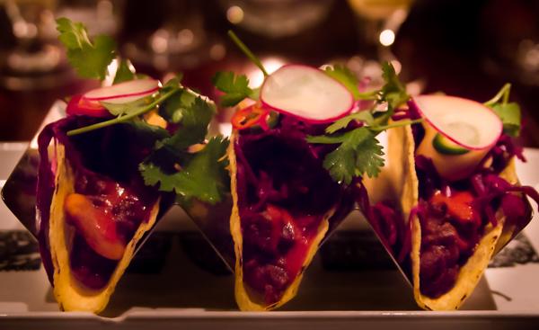 spicy meat taco meksikolainen ruoka helsingissä shanghai cowboy mikonkatu ruoka-annos tacolautanen tulinen ruoka