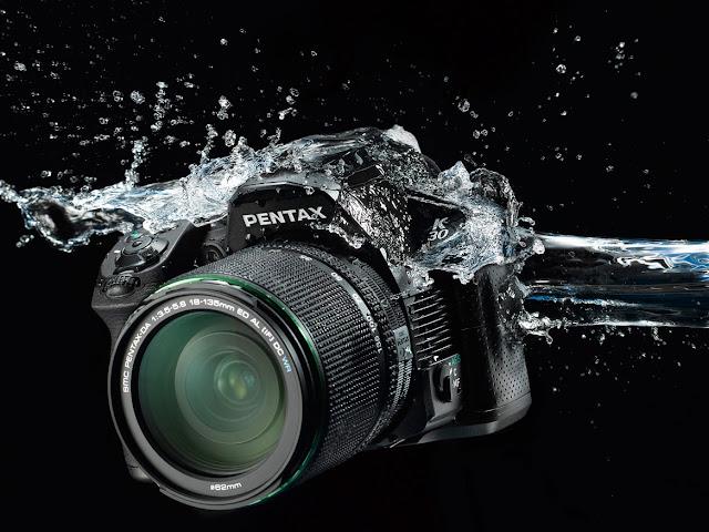 La Pentax K-30 è fatta per resistere a spruzzi d'acqua e a polvere
