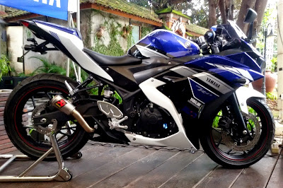 Modifikasi yamaha r25 warna biru