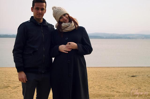 Para, zakochani, przyszli rodzice, piasek, jezioro, miłość, szczęście
