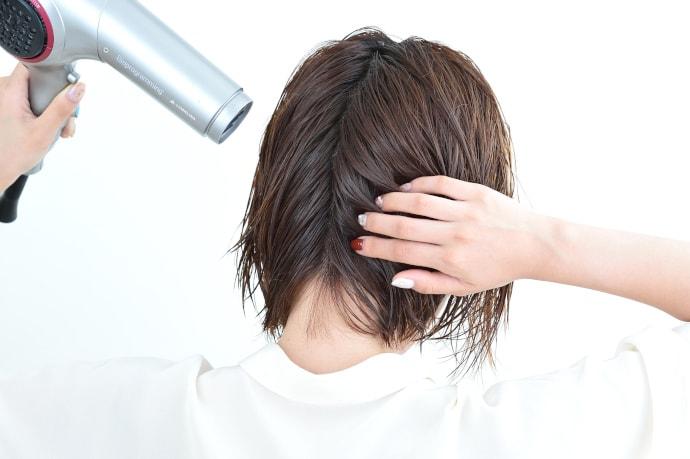 Bí quyết sấy tóc đúng cách để có mái tóc suôn mượt chị em không thể bỏ qua