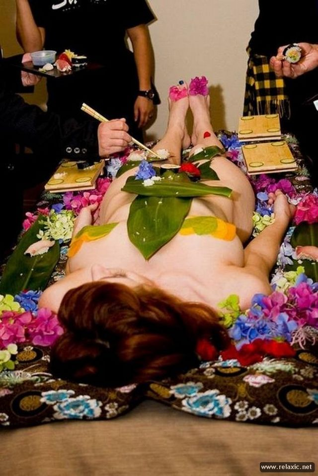 Nyotaimori, Naked body sushi