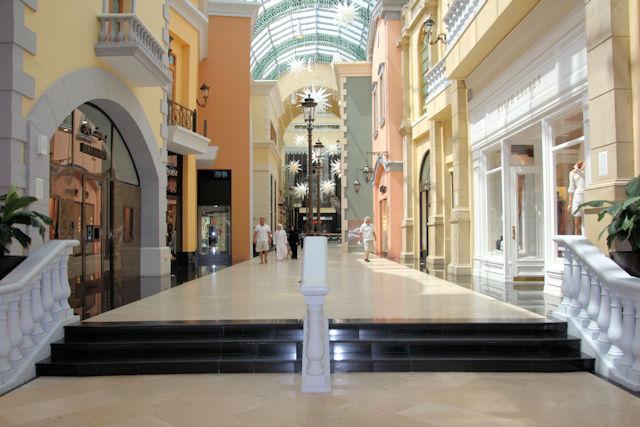 Mall of The Emirates Dubai (C) JUREBU