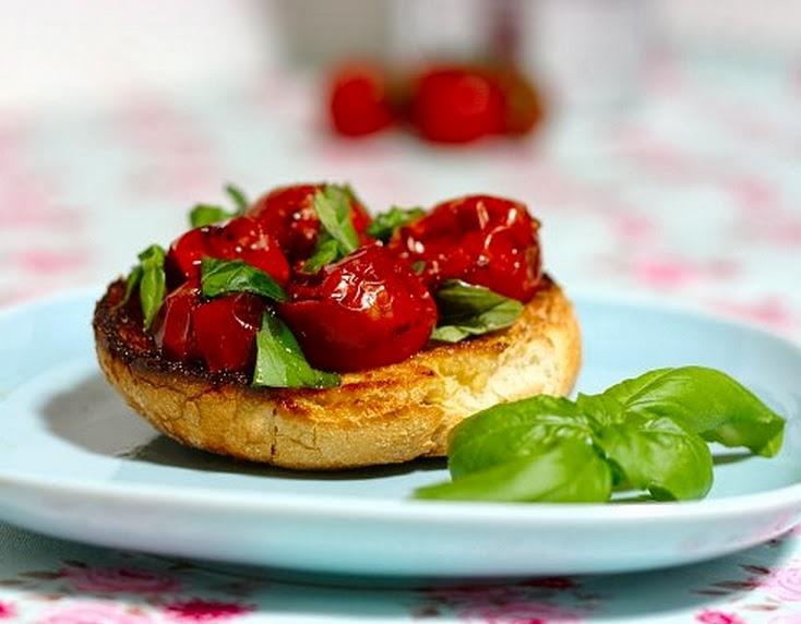 Bruschetta de Tomate-Cereja Assado com Vinagre Balsâmico (vegana)