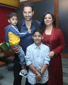 Sudhanshu Pandey Family Wife Son Daughter Father Mother Marriage Photos Biography Profile
