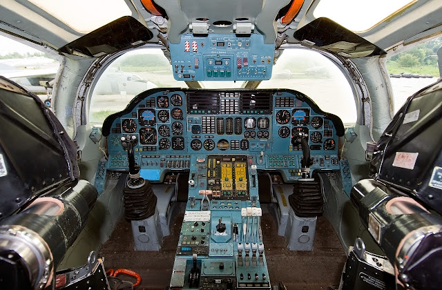 tupolev tu-160 blackjack cockpit layout
