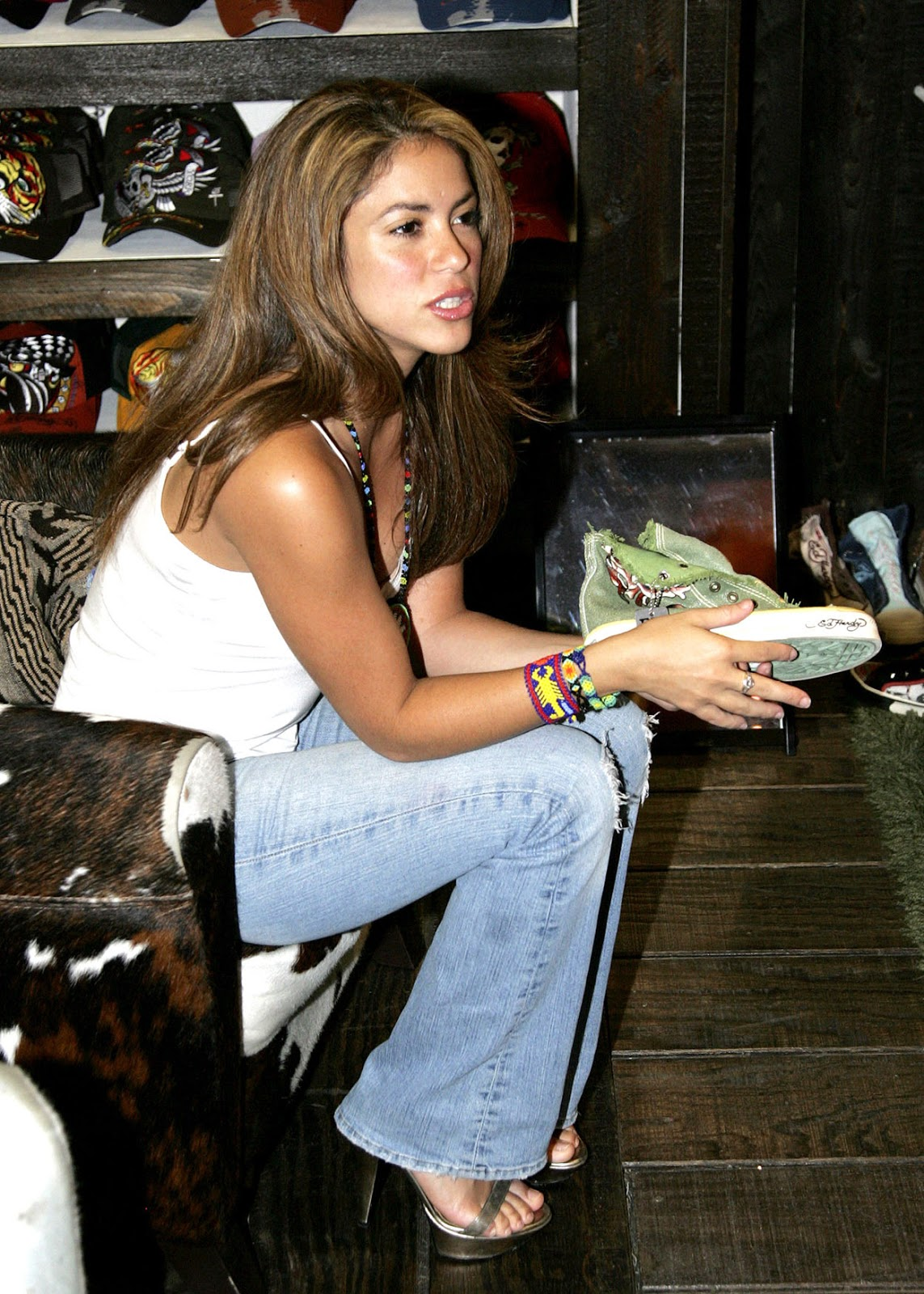 Lips Wallpaper Hd Shakira Shakira In Jeans