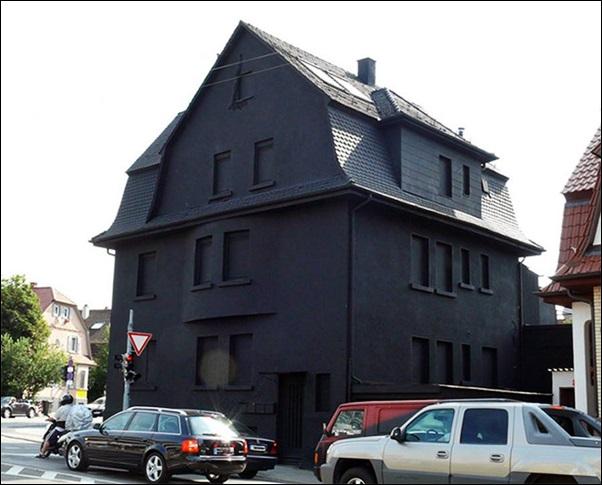 casa pintada de preto