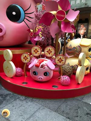 Cute pig statue at iSQUARE MALL, HONG KONG