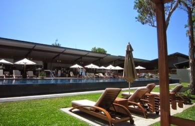 hotels.com でお得に予約の出来るオーストラリアのリゾートホテルのプールサイドの写真