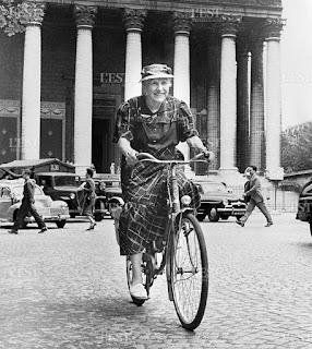 Marie Marving en bicicleta entre Nancy y París