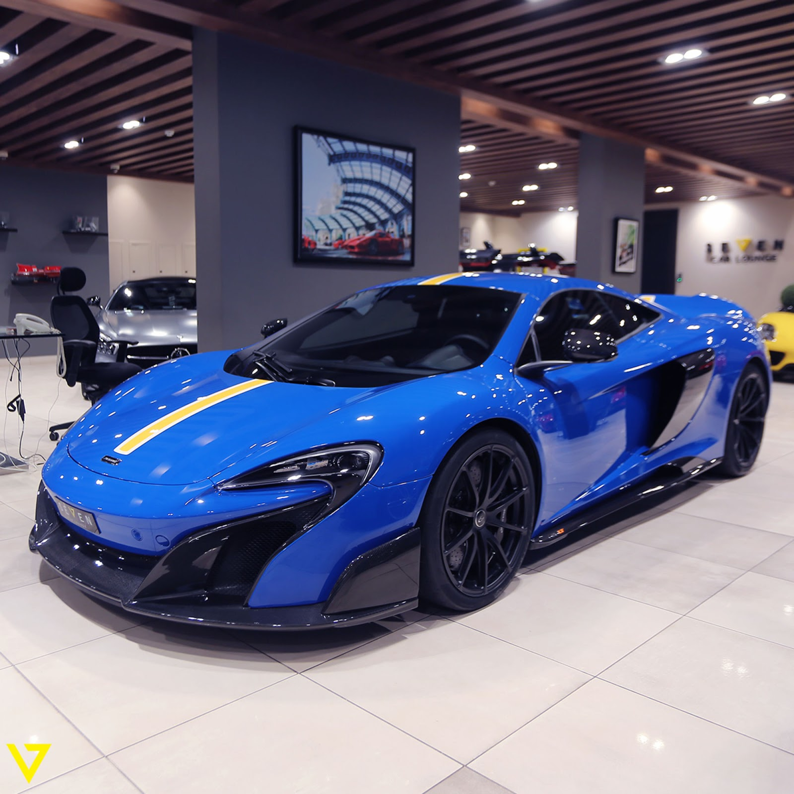 You Ll Either Love Or Hate This Blue And Yellow Mclaren 675lt
