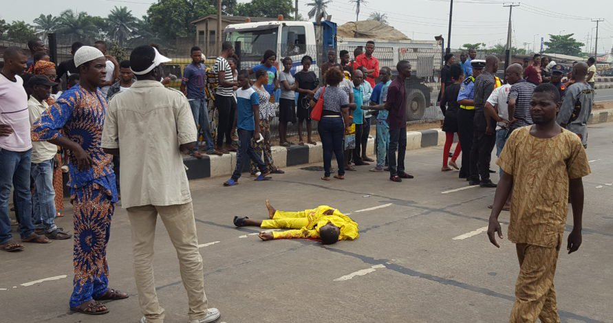 OMG! MAn Crushed To Death By A Bus In Lagos   Photo » Naijaloaded