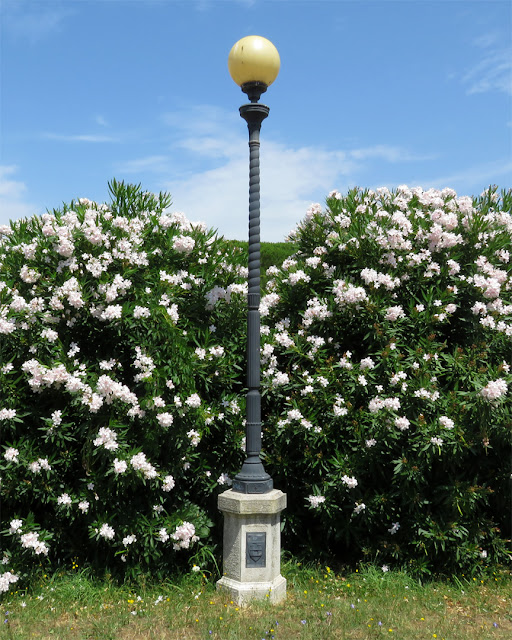 Lamp post with flowers in Fortezza Nuova (New Fortress), Livorno