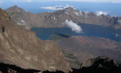 KEUNGGULAN GEOLOGIS INDONESIA