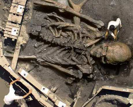 Ancient skeletons of giants found around the world