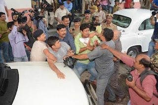 tejaswi-security-fight-with-journalist