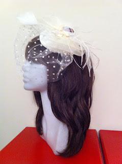 Audrey Hepburn ekru puantiyeli nikah şapkası