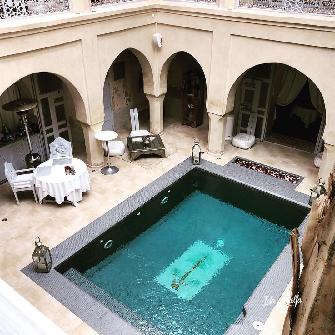 El patio con piscina del Riad AnaYela