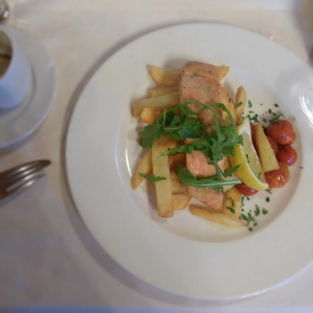 łosoś na parze, jak zrobić, łosoś, pomidor, ogórek, sałata, grodzisk mazowiecki, jedzenie, food, najlepsze, restauracja gniazdo