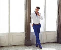 Saks mavisi erkek pantolonu neyle giyilir?