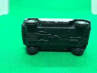 HUMMER H2 のおんぼろミニカーを底面から撮影