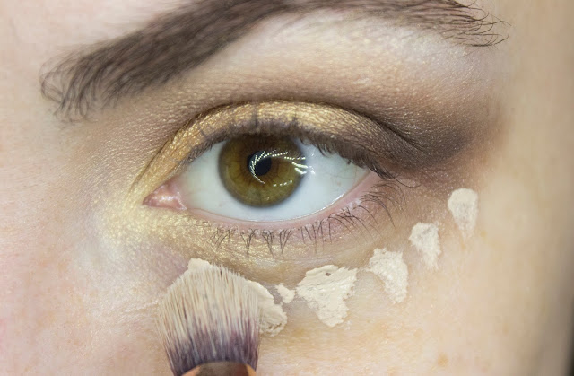 New year make-up 2018: golden accent. Step 6: concealer Art-Visage Miracle Touch 102