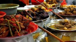 Tips Sehat Saat Makan Nasi Padang