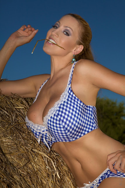 Jordan-Carver-Into-The-Blue-hot-sexy-photo-7