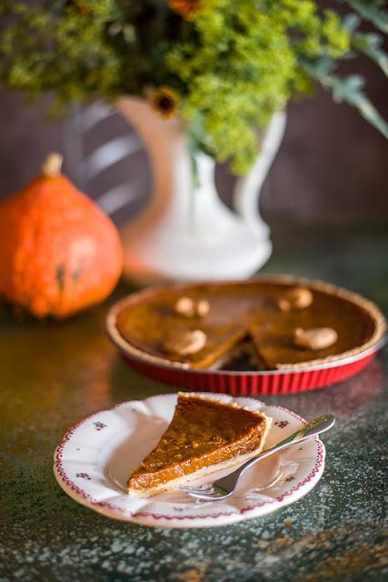 Veganska bučna pita - Vegan pumpkin pie close up